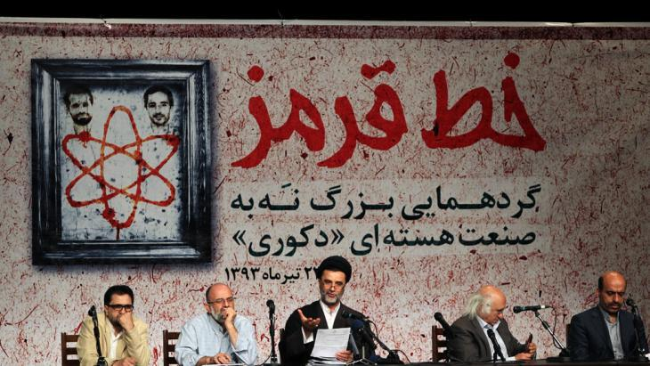 "An Iranian panel discussion about the ""red line"" in the negotiations with the West (photo: IRNA)"