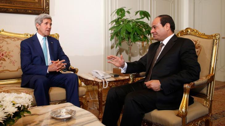 Secretary of State John Kerry (left) and Egyptian President Abdul Fattah al-Sisi (photo: Reuters)