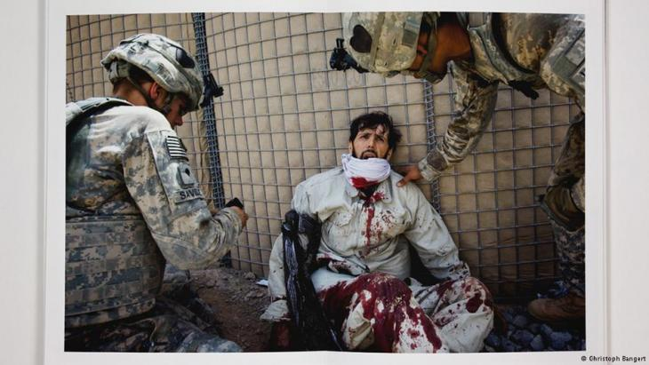 """Photo from the book """"War Porn"""" by Christoph Bangert (photo: Christoph Bangert)"""