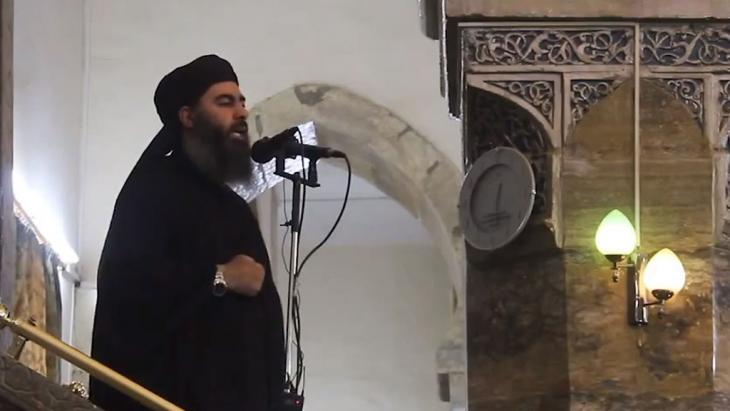 Abu Bakr al-Baghdadi delivering a Friday sermon in the main mosque of Mosul, Iraq, on 4 July 2014 (photo: picture-alliance/abaca)