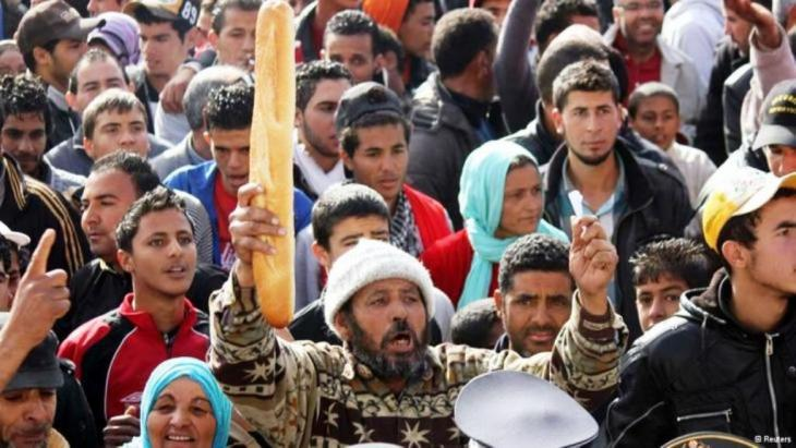 People protesting against unemployment and hardship in the Tunisian city of Sidi Bouzid (photo: Reuters)
