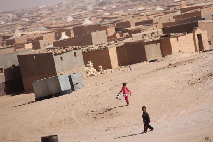 Children near the Dakhla refugee camp near Tindouf, Algeria (photo: UNHCR/D. Alachi)