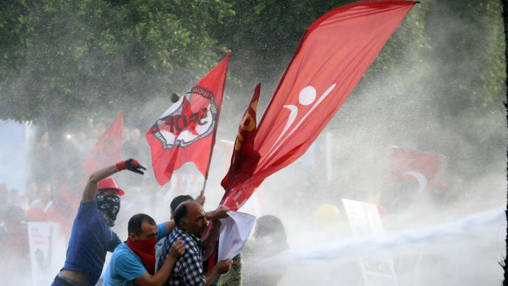 Protests on the first anniversary of the Gezi Park protests in Istanbul (photo: picture-alliance/AA)
