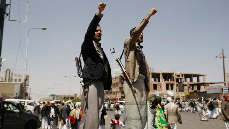 Shia Houthi rebels during a demonstration against the government in Sanaa on 19 September 2014 (photo: picture-alliance/AP)
