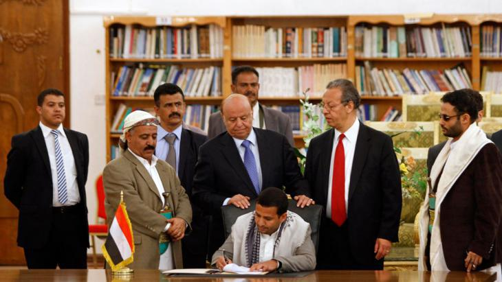 The signing of the Peace and National Partnership Agreement (photo: Reuters/M. Al-Sayaghi)