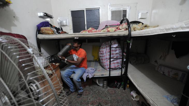 Accommodation for migrant labourers who have come to Qatar to build football stadiums (photo: Amnesty International/picture-alliance)