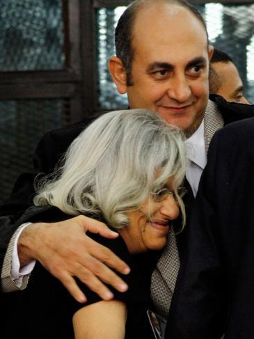 Alaa Abdel Fattah's mother Laila Soueif (left) and the lawyer Khaled Ali (photo: picture-alliance/AP/Ravy Shaker)