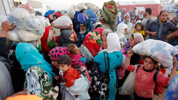 Syrian refugees with their belongings in Turkey (photo: Reuters/Murad Sez)