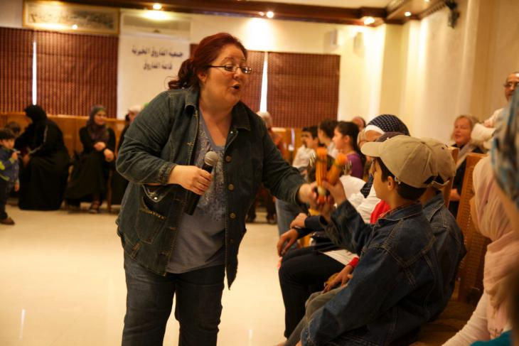 Dima Orsho during a singing workshop for Syrian refugee children organised by Terre des Hommes (photo: Michael Dreyer)