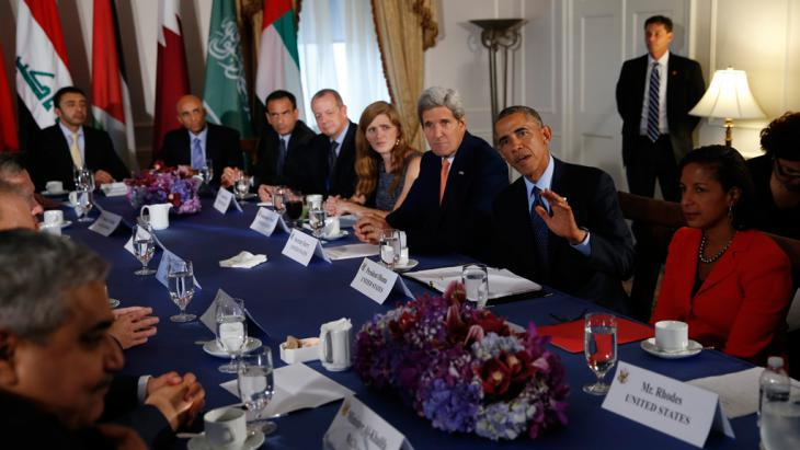 An American delegation headed by President Obama in talks with an Iraqi delegation (photo: Reuters/Brandon Lamarque)