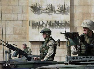 US soldiers outside the Iraq Museum in Baghdad in 2003 (photo: AP)