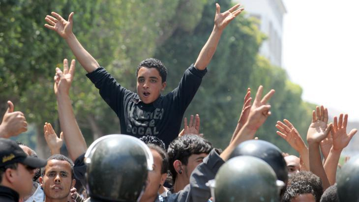 Young people demonstrating against Ben Ali in Tunis in 2011 (photo: AFP/Fethi Belaid)