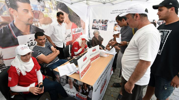 People registering to vote in Tunisia's parliamentary and presidential election (photo: Fethi Belaid/AFP/Getty Imges)