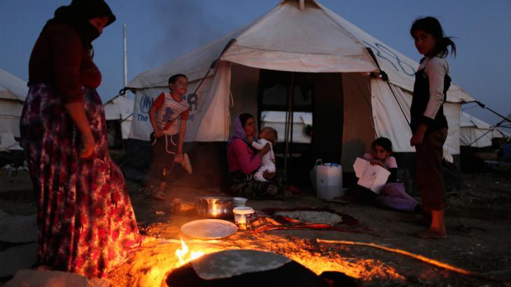 """قصة امرأة إيزيدية خطفها """"داعش"""" وباعها كالمواشي 3_yazidis-in-un-refugee-camp-near-dohuk-aug-2014_reuters-youssef-boudlal_"""