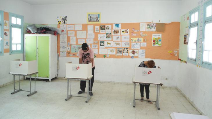 Polling station in Tunisia (photo: DW)