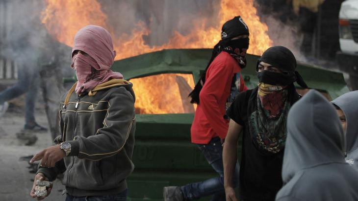 Palestinian youths in Shuafat, Jerusalem on 5 November 2014 (photo: Mohamad Gharabi/AFP/Getty Images