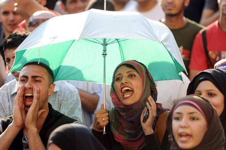 Young people in Cairo demonstrating against the military leadership of their country (photo: dpa)
