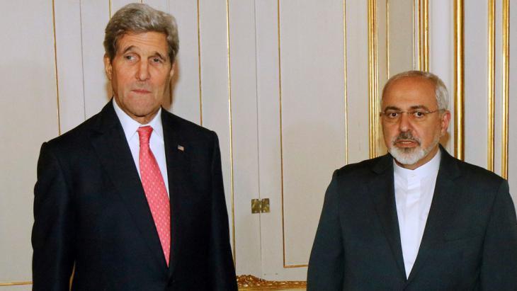 John Kerry (left) and Javad Zarif (photo: Reuters/R. Zak)