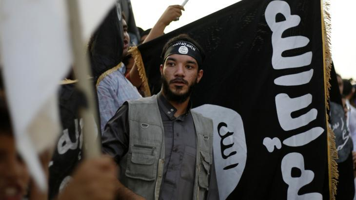 A member of the Islamic Ansar al-Sharia brigades in Libya (photo: picture-alliance/AP)