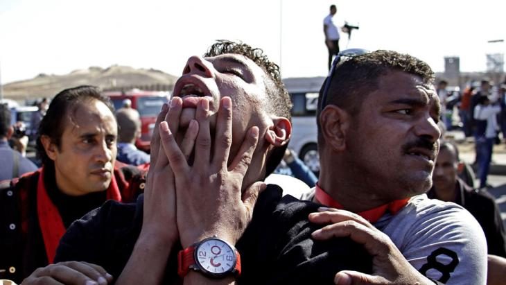 An anti-Hosni Mubarak protester reacts on the outskirts of Cairo after hearing the outcome of the trial of Hosni Mubarak, Saturday, 29 November 2014 (photo: picture-alliance/AP Photo/Ahmed Abd El-Latif, El Shorouk Newspaper)