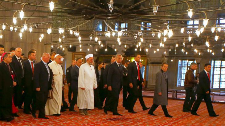 Pope Francis during a visit to the Blue Mosque in Istanbul with Rahmi Yaran, the mufti of Istanbul (centre), 29 November 2014 (photo: Reuters/T. Gentile)