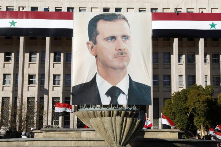 An Assad portrait on a government building in the centre of Damascus (photo: Reuters)