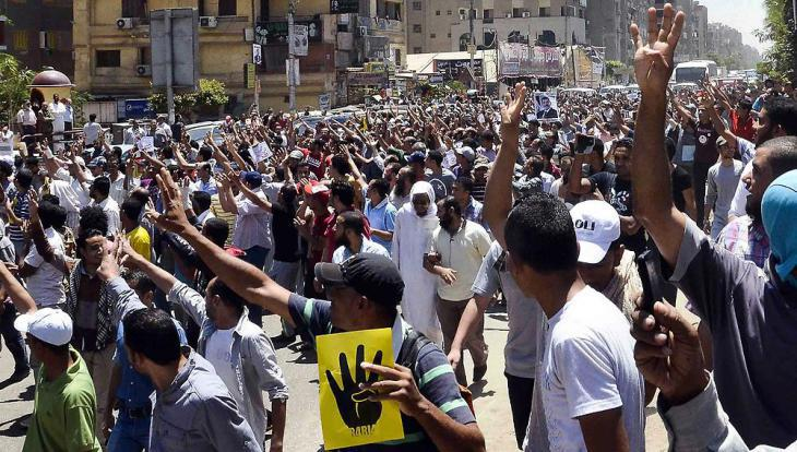 Muslim Brotherhood supporters in Cairo demonstrating against the ousting of Mohammed Morsi and the massacre of Rabia Square (photo: dpa)
