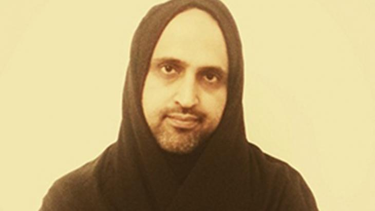 Abdullah Hamidaddin wearing his daughter's abaya (photo: Abdullah Hamidaddin)