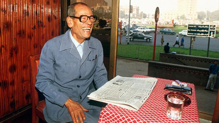Nobel Literature laureate Naguib Mahfouz in 1988 (photo: picture-alliance/Bildarchiv)