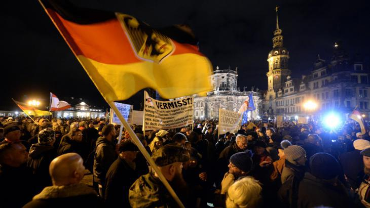 Pegida demonstration in Dresden (photo: picture-alliance/dpa/Hendrik Schmidt)
