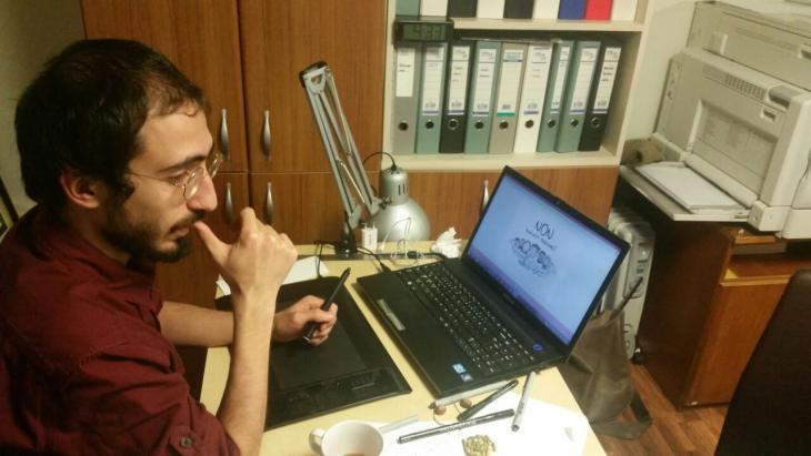 Cartoonist Emre Bilgic in front of his laptop (photo: Senada Sokollu)