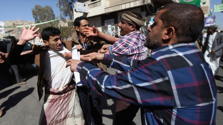 Supporters of the Houthis clash with anti-Houthi protesters during a rally in Sanaa, 24 January 2015 (photo: Reuters/M. al-Sayaghi)