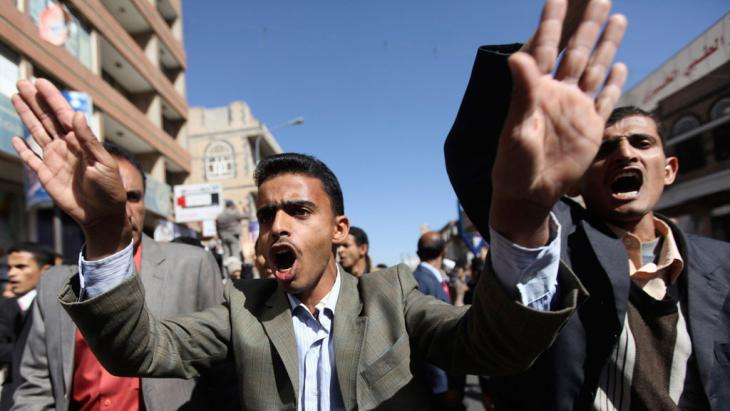 Anti-Houthi protesters shout slogans during a rally in Sanaa, 24 January 2015 (photo: Reuters/M. al-Sayaghi)