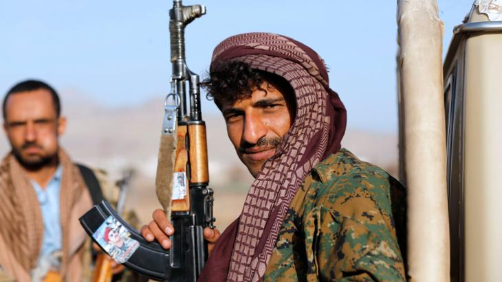 A Houthi fighter holds a rifle with a sticker portraying Ahmed Ali Abdullah Saleh, the eldest son of Yemen's former president Ali Abdullah Saleh, Sanaa, 22 January 2015 (photo: Reuters/Abdullah)