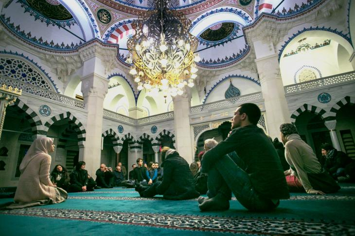 Jews and Muslims meet in December 2014 at the Sehitlik Mosque in Berlin for an event organised by Salaam-Schalom (photo: William Noah Glucroft)