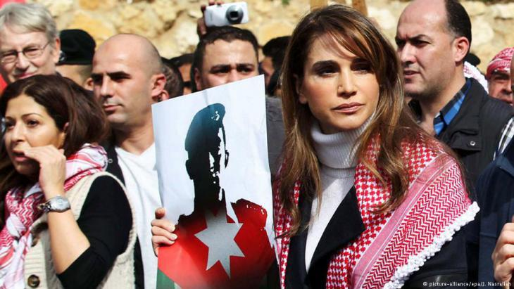 Queen Rania of Jordan joins the protests against IS's killing of the Jordanian pilot, Amman, 6 February 2015 (photo: picture-alliance/epa/J. Nasrallah)