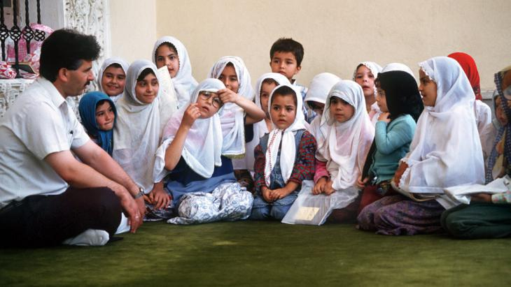 Young children at a Koran school in Turkey (photo: picture-alliance/dpa)