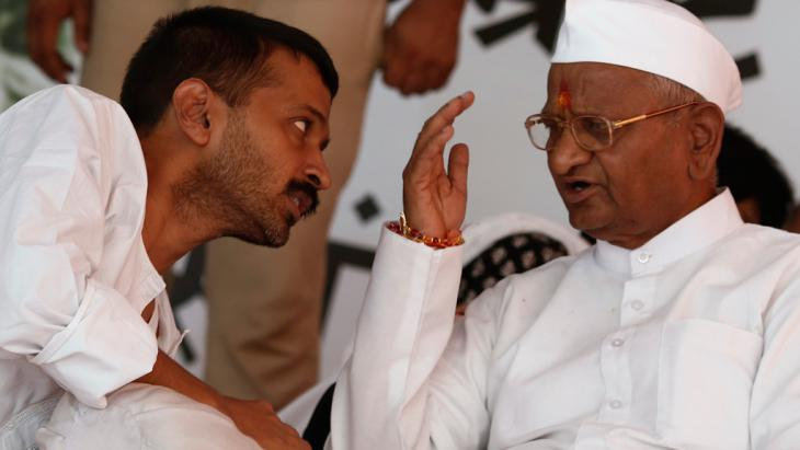 Anna Hazare (right) and Arvind Kejriwal, New Delhi August 2012 (photo: Reuters)