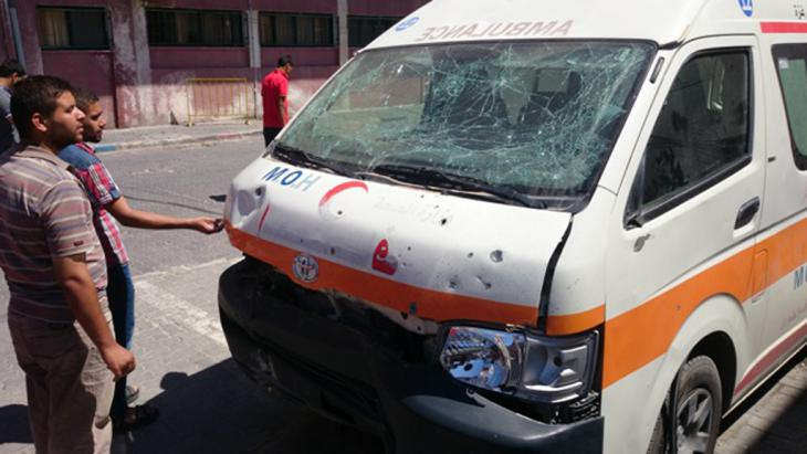 An ambulance in Gaza that was hit during the Israeli army offensive (photo: DW/S. al Farra)