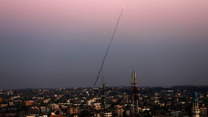 An M75 rocket launched from Gaza into Israel by militants of Ezz Al-Din Al Qassam militia, the military wing of Hamas, 10 July 2014 (photo: picture-alliance/dpa)