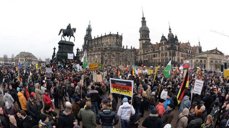 A Pegida demonstration in Dresden (photo: picture-alliance/dpa/A. Burgi)