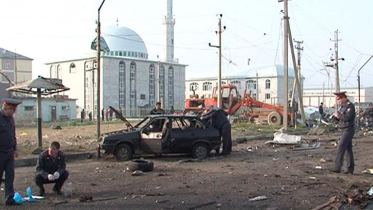 Site of a bomb attack in Makhachkala, Dagestan, 4 May 2012 (photo: Reuters)