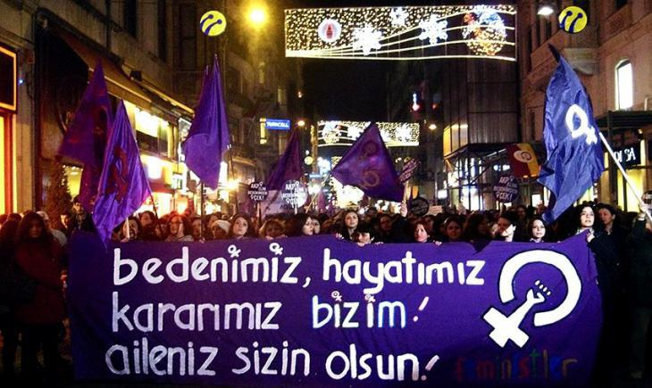 People protesting against male violence against women in Istanbul (photo: Ceyda Nurtsch)