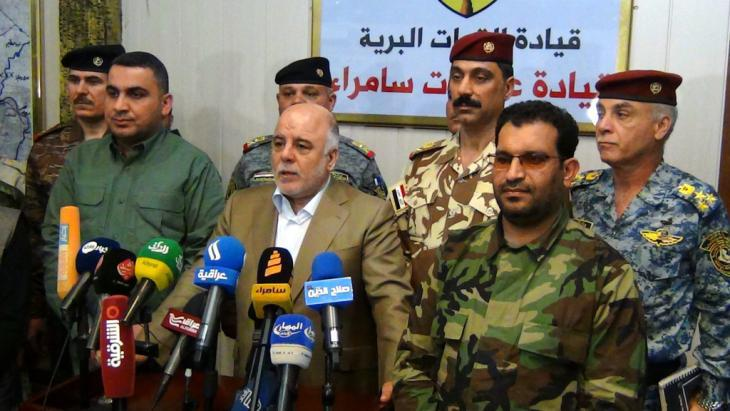Haider al-Abadi during an Iraqi army press conference near Samarra (photo: picture-alliance/EPA)