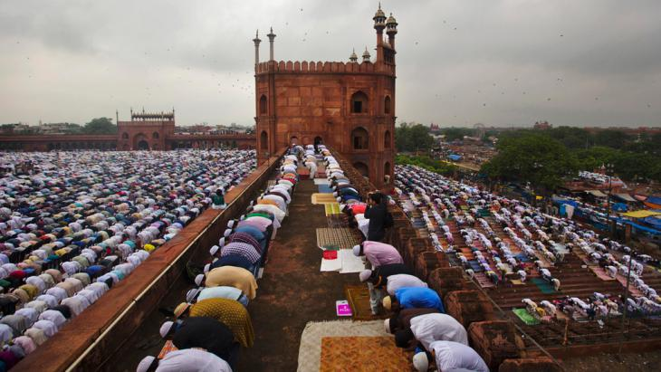 Muslims praying in the Great Mosque (Jama Masjid) in New Delhi (photo: Reuters)