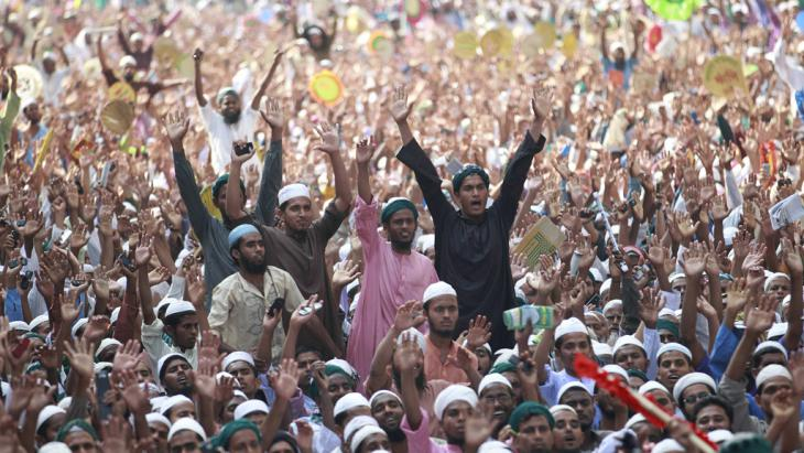 Rally in favour of blasphemy laws, Dhaka, 29 March 2013 (photo: Reuters)