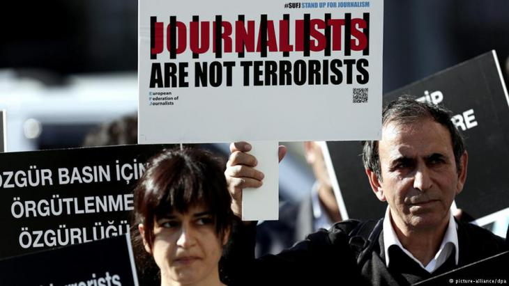 Protests against the imprisonment of journalists in Turkey (photo: picture-alliance/dpa)