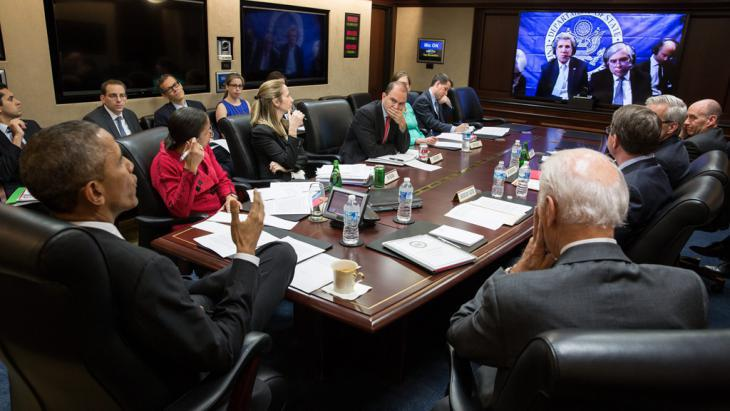 President Obama and advisors consult with John Kerry and his team by video conference (photo: Reuters)