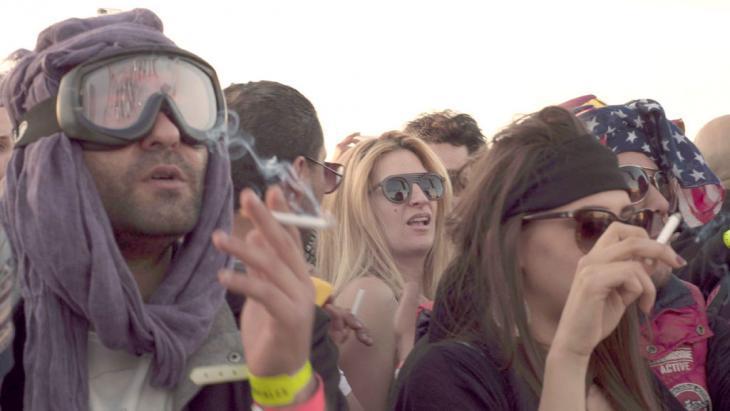 """Festival-goers at """"Les Dunes Electroniques"""" (photo: DW/S. Mersch)"""