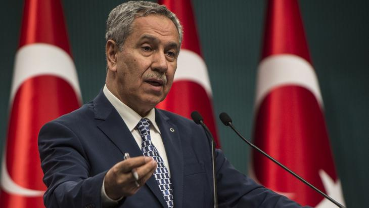Turkey's Deputy Prime Minister Bulent Arinc at a press conference in Ankara, 9 March 2015 (photo: picture alliance/AA/Ozge Elif Kizil)